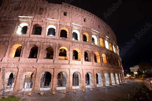 Fototapety, obrazy: A police car patrols past the Colosseum at night