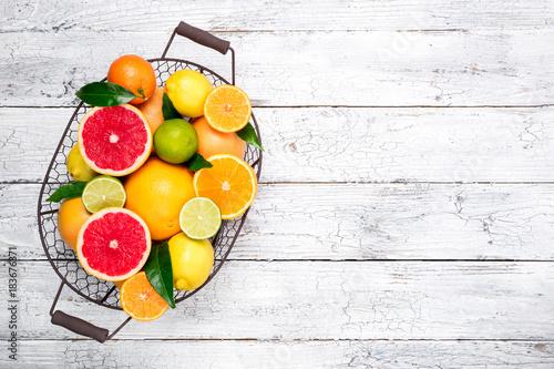 Carta da parati Fresh citrus fruits in basket
