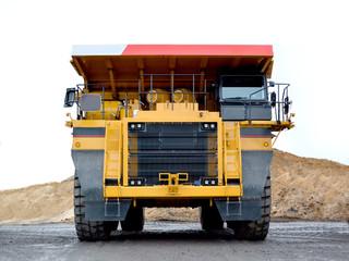 Heavy dump truck for transp...
