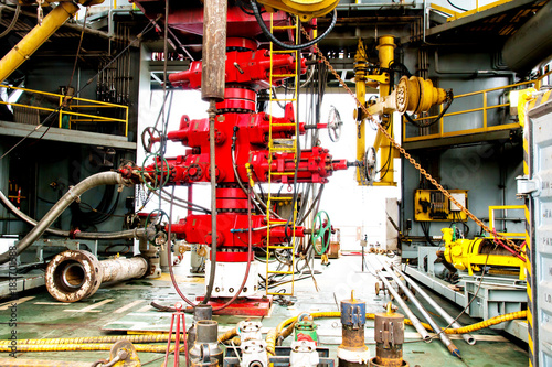 Fotografia, Obraz  blowout preventer (BOP) is a large valve at the top of a well