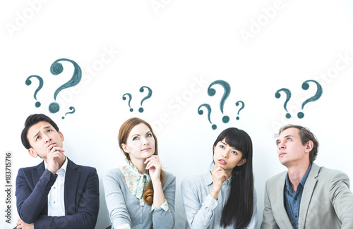 疑問を持つ人々