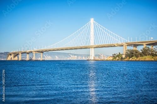 przystan-dla-lodzi-w-poblizu-nowego-mostu-oakland-bay