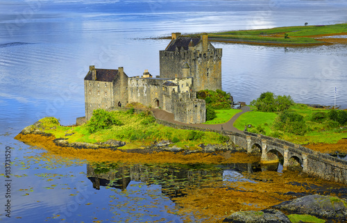 Spoed Foto op Canvas Kasteel Eilean Donan Castle of Scotland - Allegedly the most photographed castle in the world