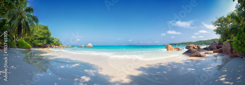 Poster de jardin Tropical plage panoramic view of anse lazio beach praslin island seychelles