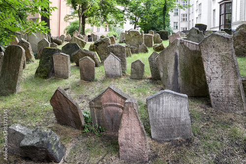 Spoed Foto op Canvas Begraafplaats Old Jewish cemetery in Prague, Czech republic