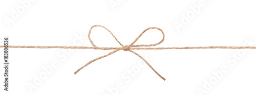Fotografía  String twine rope bow isolated on white.
