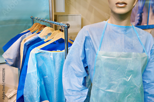 Photo Mannequin woman in surgical gown