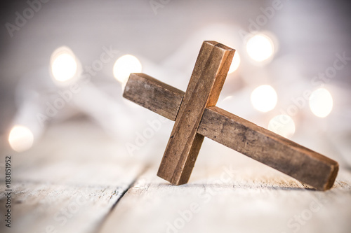 Fotografía Wooden Christian Cross Background