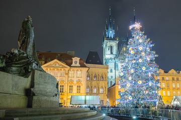 Fototapeta Christmas Markets and Tree on the Old Town Square in Prague with Statue of Mr. Jan Hus in the foreground.