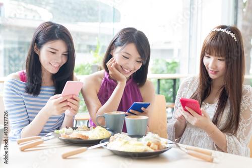 Fotografie, Obraz  happy woman friends in restaurant
