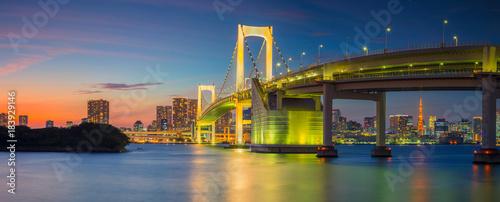 Foto auf AluDibond Tokio Rainbow Bridge Panorama, Tokyo. Panoramic cityscape image of Tokyo, Japan with Rainbow Bridge during sunset.