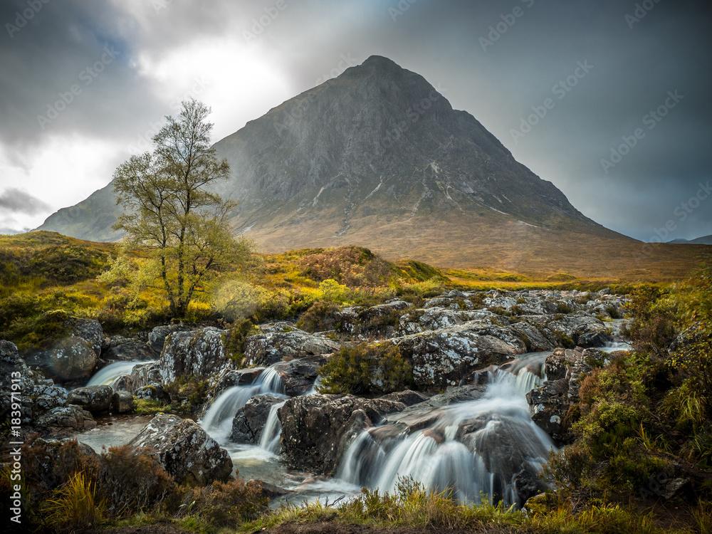 Fototapeta buachaille etive mor with small river, scotland