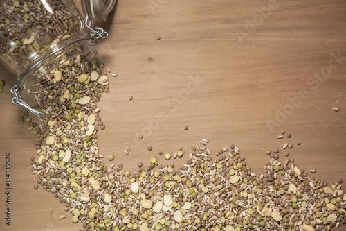 Fotografie, Obraz  semi e legumi com frumenti, lenticchie, fagioli, piselli, farro, orzo, grano e c