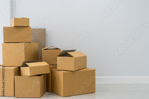 Obraz Stack of cardboard boxes in empty room - fototapety do salonu