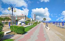 Strand Und Promenade In Lido Di Jesolo An Der Italienischen Adria,Veneto,Italien