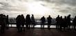 Grupa ludzi na tarasie widokowym