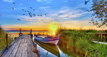 Puesta De Sol Sobre El Embarca...