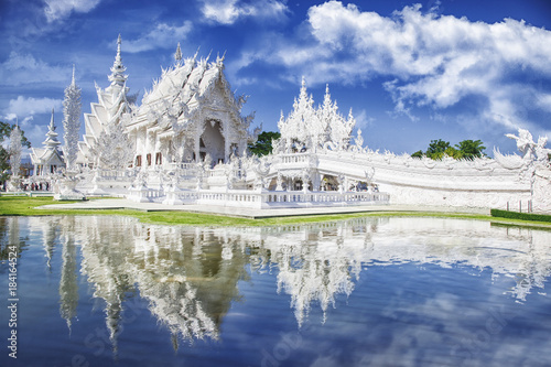 Spoed Foto op Canvas Bedehuis Wat Rong Khun The White Temple and pond with fish, in Chiang Rai, Thailand