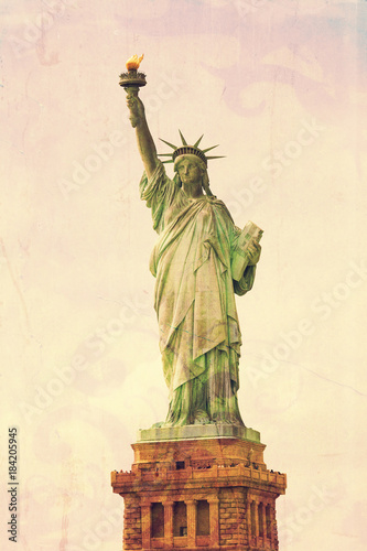 statua-wolnosci-rocznik-lo