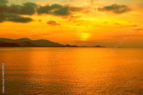 Foto op Aluminium Zee / Oceaan sunset with golden sky background at the sea , Koh Samui,Thailand