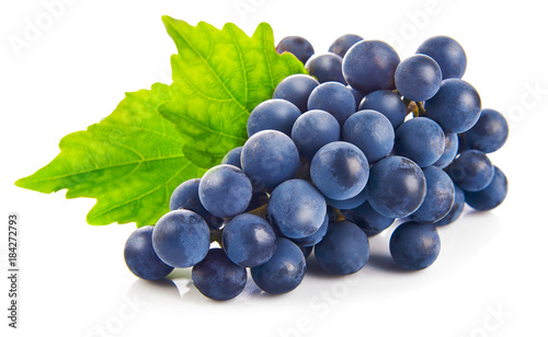 Blue grapes with green leaf healthy eating, isolated on white Fototapet
