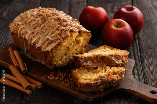 Fotomural Homemade loaf of apple bread.