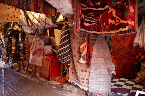 Staande foto Marokko Teppiche in den Souks von Marrakesch