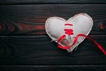 Healing Broken Heart. Needle W...