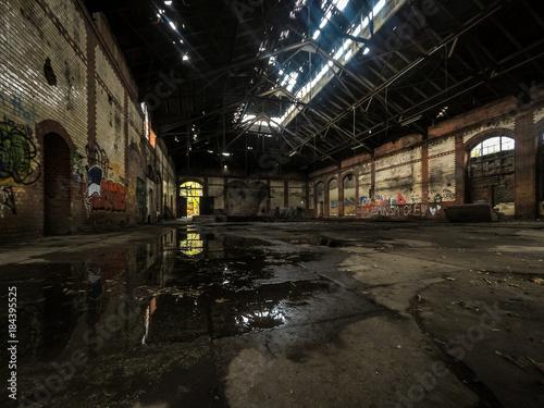 Papiers peints Les vieux bâtiments abandonnés old lost abandonend factory building