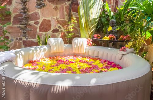Photo bain fleuri, spa de relaxation et de bien-être