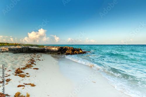 Fotobehang Oceanië Idyllic beach at the Caribbean sea of Mexico