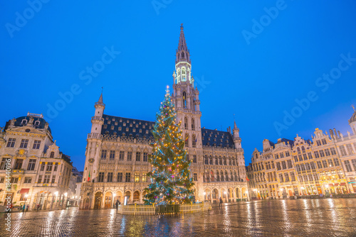 Foto op Aluminium Brussel The Grand Place in old town Brussels, Belgium