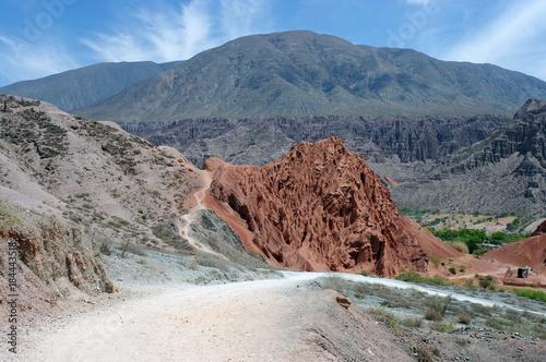 Papiers peints Cappuccino Sentier à travers la montagne