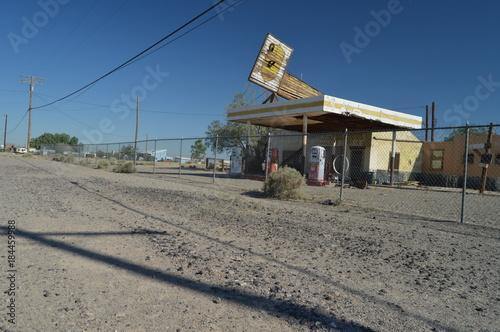 Old Abandoned Gas Station On Route 66 Billede på lærred