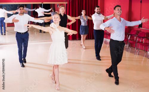 Obraz na płótnie Couples dancing foxtrot