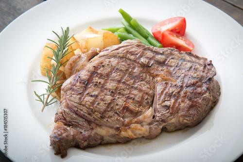 Canvastavla boneless rib eye steak on plate