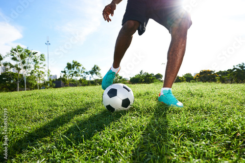 Fotografia  Playing Soccer on Spacious Pitch