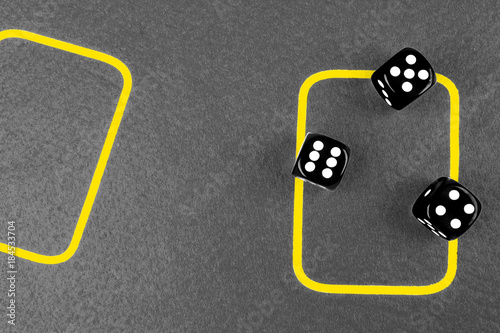 Платно  risk concept - playing dice on a green gaming table