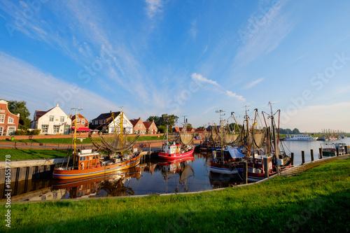 Foto op Plexiglas Poort Der Kutterhafen von Greetsiel am Morgen