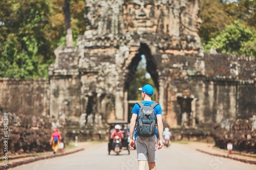 Foto  Traveler in the ancient city