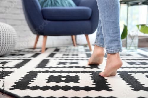 Stampa su Tela Woman walking on carpet at home
