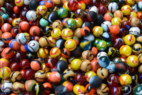 Canicas, bolas de cristal de colores, hobbies, juego en el exterior Canvas Print