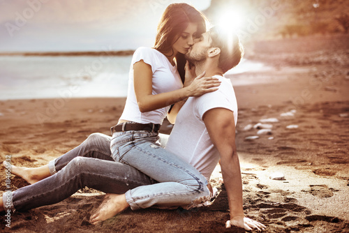 Fotografie, Obraz  Fashion shot of an attractive couple kissing on a beach
