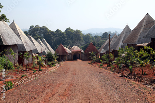Fotomural  Typical houses at Batoufam Kingdom, North Cameroon, Africa