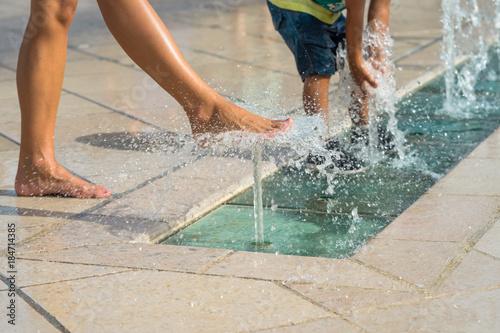 Foto auf Leinwand Fontane fontaines en centre ville