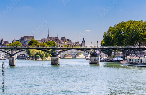 Obraz Ponts the Arts and Pont Neuf in Paris over the river Sena. Paris, France - fototapety do salonu