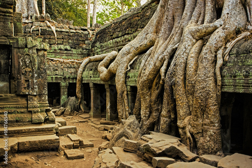 The ancient ruins of Angkor Wat in Cambodia Fototapet