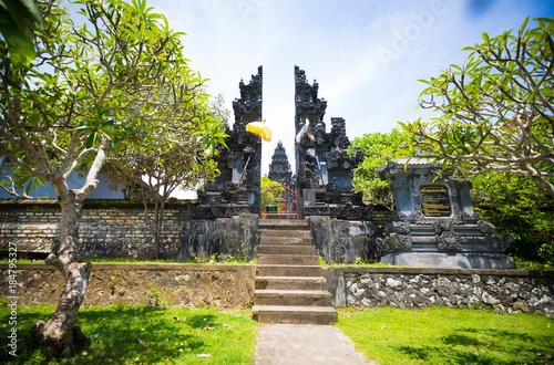 Fototapeta Mała lokalna Bali świątynia w Nusa Dua, Bali, Indonezja