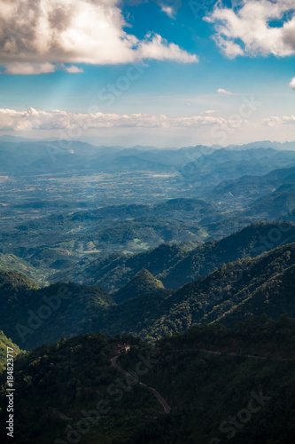 Poster Lieu connus d Asie Mountain scenery, sky and clouds. Photo taken from Doi Ang Khang, Chiang Mai, Thailand