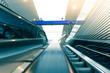 Rolltreppe auf Bahnhof, verreisen, Sonnenstrahlen